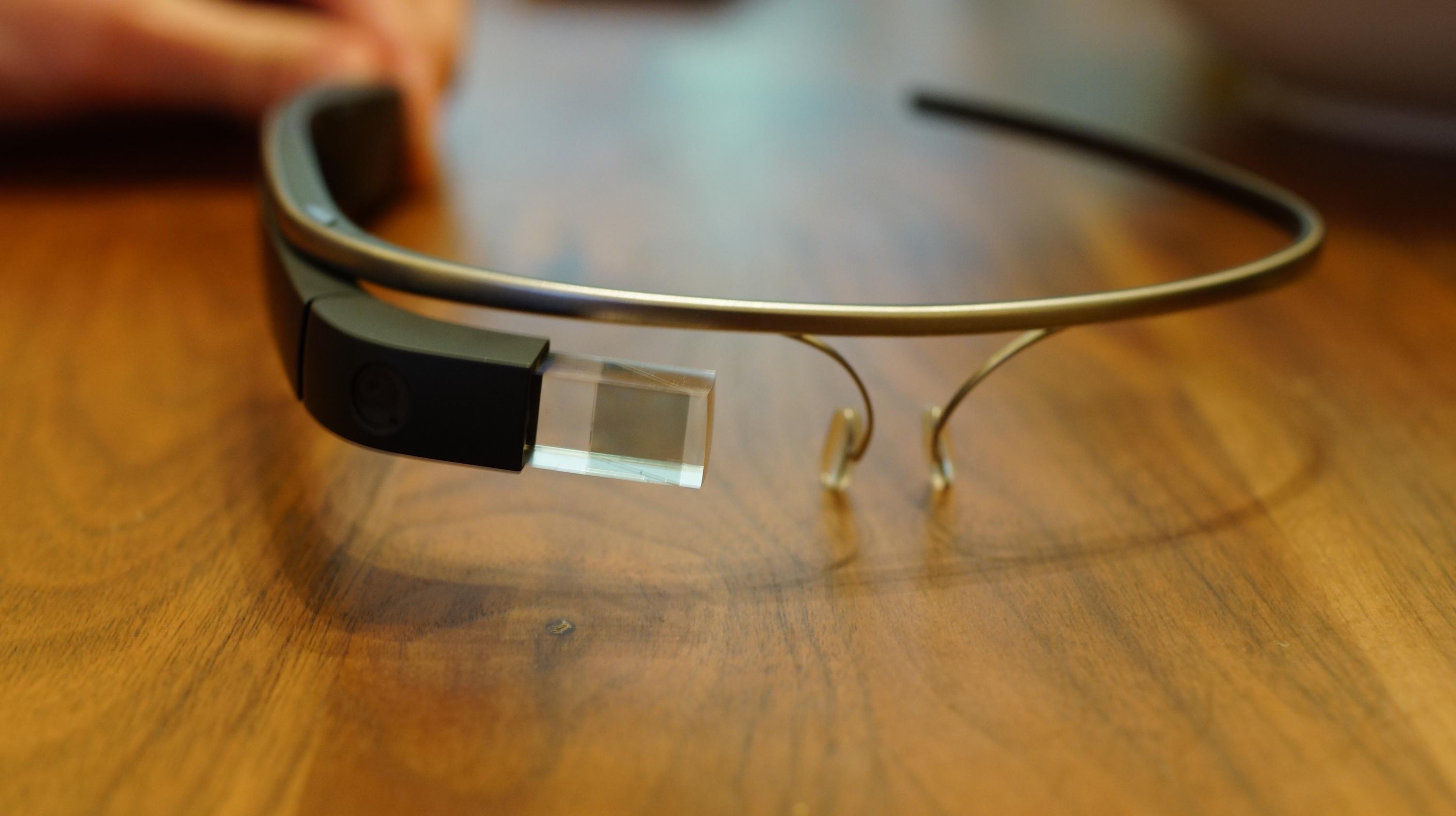 """Strafzettel für die Nutzung bzw. das Tragen der """"Google Glass"""" am Steuer"""