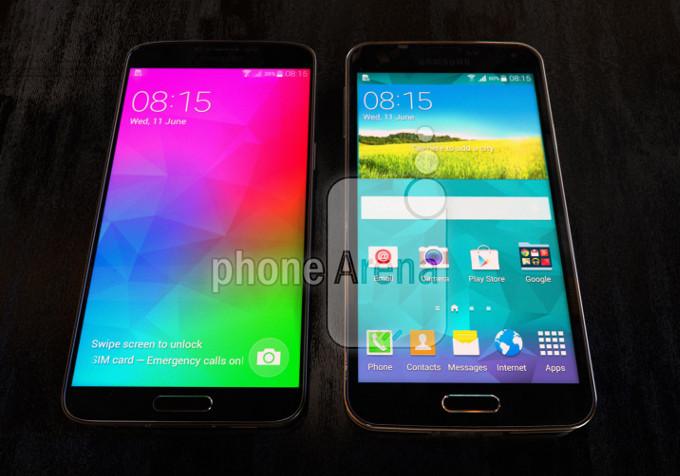 Samsung Galaxy F zeigt sich neben Samsung Galaxy S5