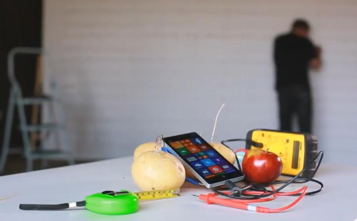 Euer Smartphone-Akku ist leer? Ein paar Äpfel und Kartoffeln reichen, um es wieder aufzuladen