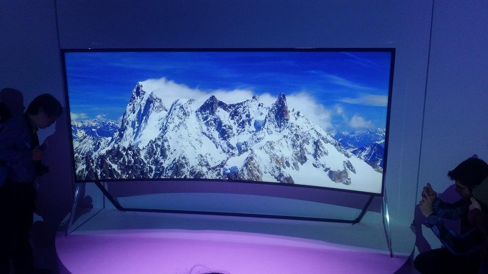 ifa 2014 auf knopfdruck gebogen samsung stellt neue uhd fernseher vor. Black Bedroom Furniture Sets. Home Design Ideas