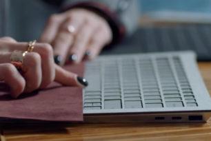 Surface Laptop Prototyp hatte zwei USB-C Anschlüsse