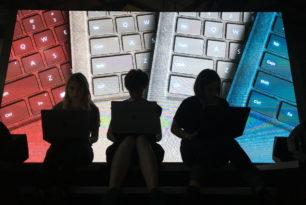 Alcantara Tastatur in mehreren Farben für das neue Surface Pro