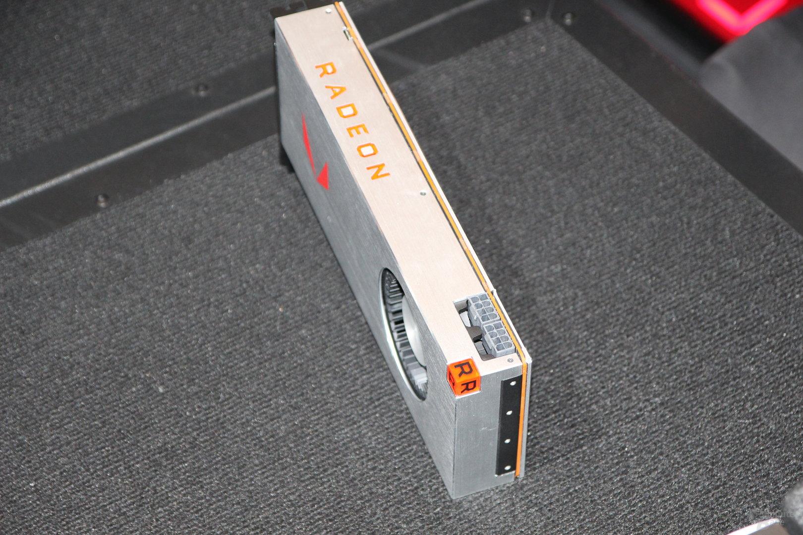 AMD Radeon Pro SSG Grafikkarte mit integrierter 2TB SSD für 7.000 Dollar